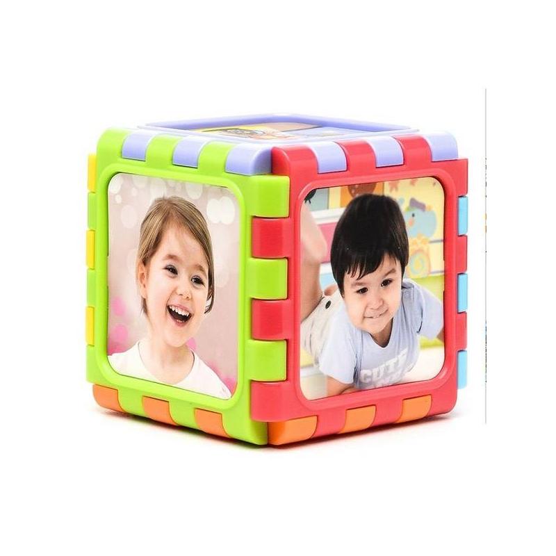 Разборный мини-кубРазборный мини-куб марки PlayGo.<br>Разборный куб станет интересным подарком для малыша. Цветной кубик высотой 15 см состоит из шести граней. Ребенок сможет сам построить все, что захочет. Он состоит из шести граней, зубчатые края которых легко зацепляются друг за друга. Соединив их, можно получить не только кубик, но и домик, дорожку или забор. На грани можно закрепить свои картинки или фотографии. Прочный и безопасный пластик, из которого сделана игрушка, подарит много творческих идей ребенку и спокойствие родителям.<br>Каждая сторона кубика имеет свой цвет. На ней закреплены рисунки-голограммы, меняющиеся в зависимости от угла наклона. Игра развивает фантазию, логику и мелкую моторику.<br><br>Возраст от: 6 месяцев<br>Пол: Не указан<br>Артикул: 634528<br>Страна производитель: Китай<br>Бренд: Бельгия<br>Размер: от 6 месяцев