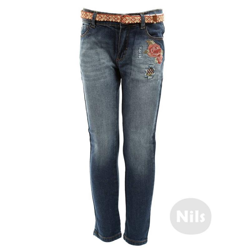 ДжинсыСиние джинсы с вышивкой марки MAYORAL для девочек. Джинсы облегающегокроя с легким эффектом потертости сделаны вручную. Украшены вышивкой с цветами и съемным плетеным поясом. Джинсы имеют пять карманов и застегиваются на кнопку и молнию. Пояс регулируется специальными пуговицами на внутренней стороне.<br><br>Размер: 4 года<br>Цвет: Розовый<br>Рост: 104<br>Пол: Для девочки<br>Артикул: 603036<br>Страна производитель: Индия<br>Сезон: Всесезонный<br>Состав: 98% Хлопок, 2% Эластан<br>Бренд: Испания
