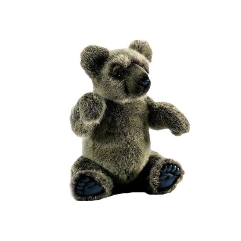 МедведьМягкая игрушка Медведь цвета марки Hansa.<br>Этот мишка выглядит очень реалистично. Потому что сшит из качественного материала и специально обработанного искусственного меха вручную. К тому же, игрушка полностью гипоаллергенна. Поэтому медвежонок мягкий, приятный на ощупь и безопасный для ребенка. Внутри него титановый каркас, который сложно нащупать, зато благодаря ему очень просто менять положение мишки и даже поворачивать голову! Эта игрушка способствует развитиювоображения итактильной чувствительности.<br><br>Возраст от: 3 года<br>Пол: Не указан<br>Артикул: 633926<br>Бренд: Филиппины<br>Размер: от 3 лет