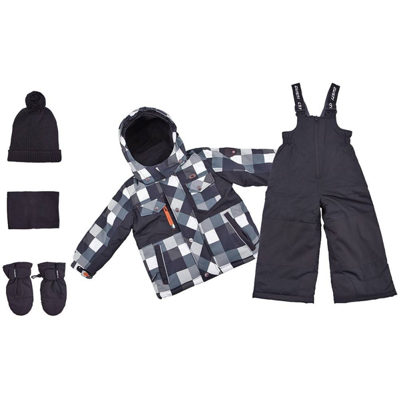 КомплектКомплект куртка + полукомбинезон + шапка + варежки + манишка черногоцвета марки Gusti серии Boutique длямальчиков.<br>Теплый комплект позволит мальчику в полной мере наслаждаться прогулками и спортом на свежем зимнем воздухе. Набор не сковывает движений благодаря практичному крою. В основе изделий – плотная водонепроницаемая ткань (5000 мм), дополненная мембраной, которая позволяет коже дышать, но не дает ребенку замерзнуть. Курточка из комплекта утеплена флисовой подкладкой и практичными резинками, которые защищают руки, шею и спинку ребенка от переохлаждения. Куртка дополнена удобным отслегивающимся капюшоном. Также куртка имеет множество полезных деталей: внешние и внутренние карманы, специальная застежка, которая защищает шею от холода, надежные манжеты с клапаном, защиту от расстегивания молнии и многое другое. Защитная юбка от снега на эластичной тесьме не пропускает холодный воздух снизу.<br>Полукомбинезон застегивается с помощью молнии, на талии хорошо фиксируется и прилегает к телу, не пуская холод, благодаря резинке. Это изделие с регулируемым лямками подшито износостойкими элементами - ребенок может спокойно заниматься активными видами спорта, не боясь падений. Комплект выполнен в яркой модной расцветке. Такой наряд легко прослужит мальчику не один сезон.<br>Состав:верх - таслан,подкладка - флис,утеплитель - полифилл.Легкие загрязнения удаляются влажной губкой.<br><br>Размер: 3 года<br>Цвет: Черный<br>Рост: 98<br>Пол: Для мальчика<br>Артикул: 633373<br>Бренд: Канада<br>Сезон: Осень/Зима<br>Состав: 100% Полиэстер<br>Состав подкладки: 100% Полиэстер<br>Наполнитель: 100% Полиэстер<br>Покрытие: Полиуретан<br>Температура: до -30°