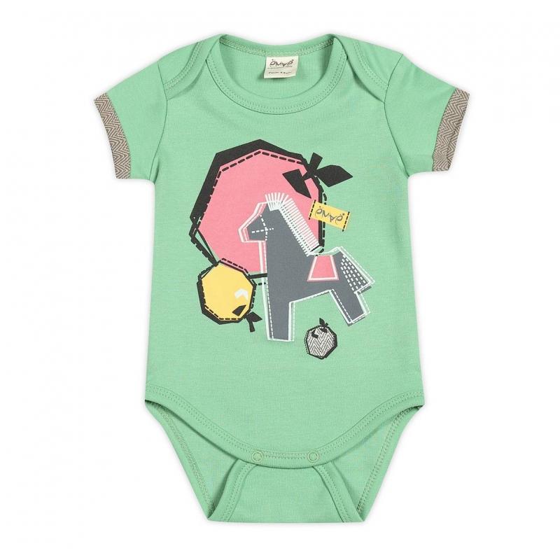 БодиБодизеленого цвета марки Ёмаё для мальчиков.<br>Бодивыполнено из стопроцентного хлопка, имеет короткие рукава; особый крой плечиков облегчает процесс переодевания малыша. Боди имеет кнопочную застежку снизу. Спереди бодиукрашено принтом с изображением коня и яблок.<br><br>Размер: 2 месяца<br>Цвет: Зеленый<br>Рост: 56<br>Пол: Для мальчика<br>Артикул: 635850<br>Страна производитель: Россия<br>Сезон: Всесезонный<br>Состав: 100% Хлопок<br>Бренд: Россия<br>Вид застежки: Кнопки