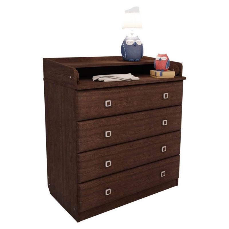 Комод КлассикаКомод выполнен в классическом цвете под древесину. Цветовое решение делает этот комод подходящим для интерьера детской комнаты. Данная модель оснащена 4 выдвижными ящиками и пеленальной столешницей. Она может раскладываться, создавая большое удобное пространство.<br>Особенности пеленального комода «Классика»:- стильный дизайн;- компактные размеры (80,4х47х91,7 см);- раскладывающаяся пеленальная поверхность;- не имеет колесиков для перемещения.<br>Материал: ЛДСП.<br>Размеры (дхшхв): 80,4х47х91,7 см.Вес: 47 кг.<br>Срок службы изделия: 5 лет.<br>Обратите внимание, изделие поставляется в разобранном виде - необходима дополнительная сборка (комплектующие входят в комплект).<br><br>Цвет: Коричневый<br>Возраст от: 0 месяцев<br>Пол: Не указан<br>Артикул: 629391<br>Страна производитель: Россия<br>Бренд: Россия<br>Размер: от 0 месяцев
