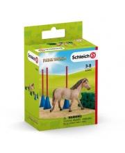Пони проходит трассу в слаломе Schleich