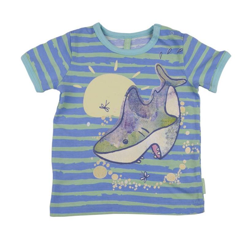 ФутболкаФутболка сине-зеленогоцвета марки KOGANKIDS для мальчиков. Футболка выполнена из мягкого хлопкового трикотажа, украшена рисунком в полоску и принтом с изображением акулы. Застегивается футболка на кнопки на плече.<br><br>Размер: 3 года<br>Цвет: Синий<br>Рост: 98<br>Пол: Для мальчика<br>Артикул: 637452<br>Страна производитель: Узбекистан<br>Сезон: Весна/Лето<br>Состав: 92% Хлопок, 8% Эластан<br>Бренд: Россия