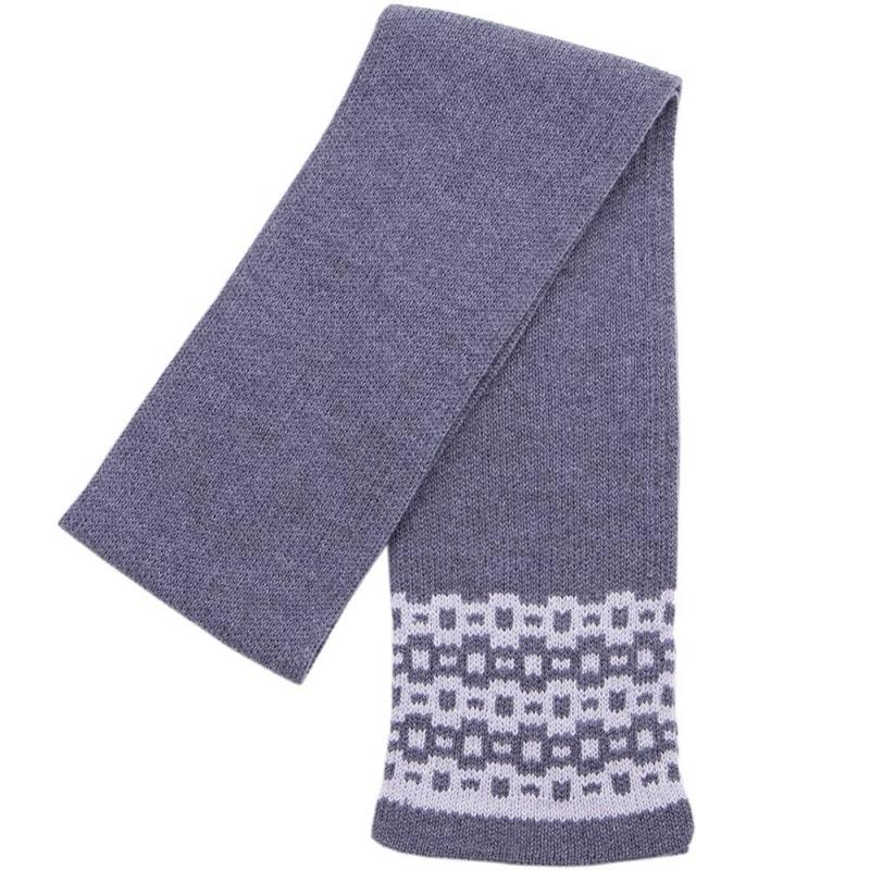 ШарфШарф темно-серогоцвета марки R&amp;I для мальчиков.<br>Шарф выполнен по специальной технологии из чистойшерсти тонкорунного мериноса. Такой состав делает изделие мягким, легким и простым в уходе, позволяя использовать машинную стирку. В процессе носки шарф будет приятно касаться кожи, не вызывая дискомфорта. С ним ребенку будет тепло и уютно в ветреную и холодную погоду.<br>Стильный аксессуар декорированмодным узором по краям, чтопозволит придать образу завершенность.<br>Длина: 134 см. Ширина: 14 см.<br><br>Цвет: Темносерый<br>Пол: Для мальчика<br>Артикул: 637902<br>Страна производитель: Киргизия<br>Сезон: Осень/Зима<br>Состав: 100% Шерсть<br>Бренд: Киргизия<br>Размер: Без размера