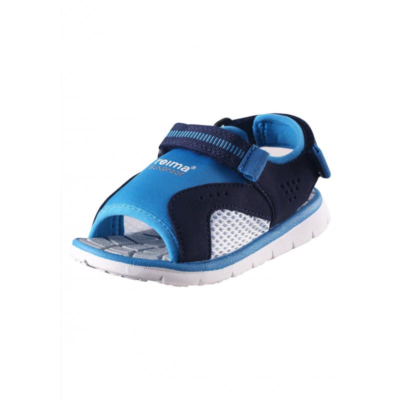 СандалииОткрытые сандалии сине-голубого цвета марки Reima для мальчиков. Верхвыполнен из очень легкого дыщащего и эластичного материала, имеет защиту от солнечных лучей. Благодаря застежкам-липучкамсандалии превосходно сидят на ноге. Прочная и гибкая подошва с рельефным рисунком выполнена из резины, не скользит.<br><br>Размер: 34<br>Цвет: Голубой<br>Пол: Для мальчика<br>Артикул: 638211<br>Страна производитель: Китай<br>Сезон: Весна/Лето<br>Материал верха: Текстиль<br>Материал подошвы: Резина<br>Коллекция: 2016<br>Бренд: Финляндия<br>Тип: Лето