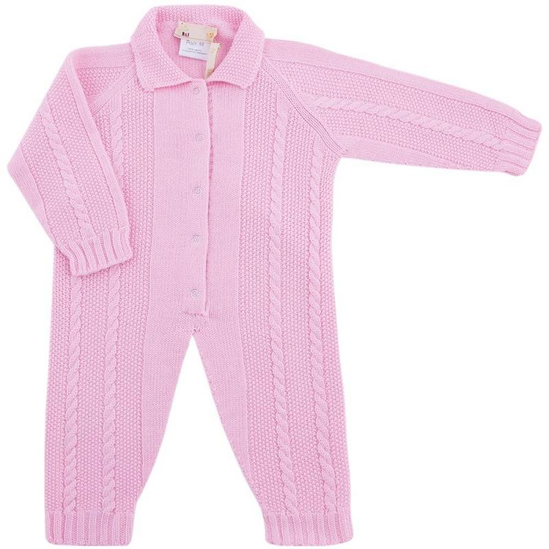 КомбинезонКомбинезон розового цвета марки R&amp;I длядевочек.<br>Благодаря теплому комбинезону ваш ребенок будет надежно защищен от переохлаждений в холодное время года. Комбинезон с бесшовной структурой не будет раздражать нежную кожу ребенка или вызывать дискомфорт. Модельсвязана из нити тонкорунного мериноса плотностью 19,5 микрон.<br>Изделие нежного цвета на кнопках является теплым и практичным, а также выполнено красивой вязкой косы.<br>Комбинезонупакован в красивую подарочную коробку.<br><br>Размер: 6 месяцев<br>Цвет: Розовый<br>Рост: 68<br>Пол: Для девочки<br>Артикул: 637917<br>Страна производитель: Киргизия<br>Сезон: Осень/Зима<br>Состав: 100% Шерсть<br>Бренд: Киргизия<br>Вид застежки: Кнопки