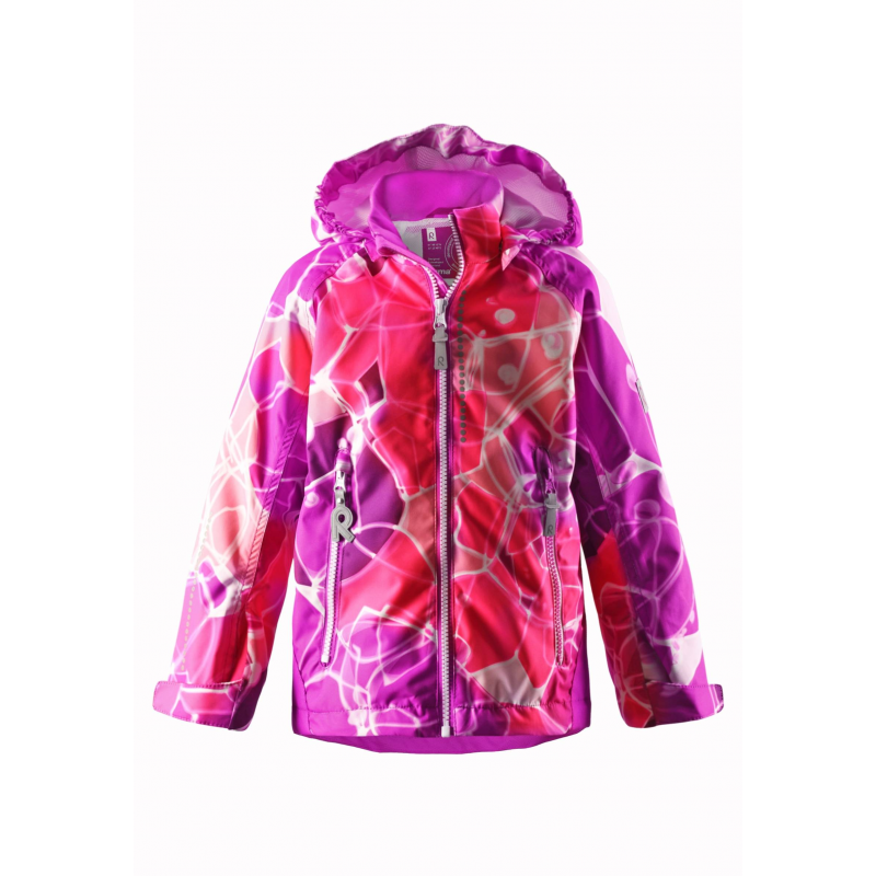 КурткаЛегкая демисезонная курткамалиновогоцвета с рисунком марки REIMA длядевочек.Легкая куртка без утепления выполнена из водонепроницаемого материала с мембраной свыше 10000 мм, материал дышит, обеспечивая сухость и комфорт.Основныешвы проклеены и не пропускают влагу. Куртка имеет съемный капюшон на кнопках, дополнена двумя карманами на молнии спереди. Внутри куртка дополнена подкладкой из дышащей сетки, воротник и манжеты изнутри имеют мягкую флисовую подкладку; манжеты регулируются липучками.Низ куртки регулируется с помощью шнурка со стопперами. Светоотражающие элементы на куртке обеспечивают безопасность ребенка в темное время суток.<br><br>Размер: 10 лет<br>Цвет: Малиновый<br>Рост: 140<br>Пол: Для девочки<br>Артикул: 637989<br>Бренд: Финляндия<br>Страна производитель: Китай<br>Сезон: Весна/Лето<br>Коллекция: 2016<br>Состав: 100% Полиэстер<br>Состав подкладки: 100% Полиэстер<br>Вид застежки: Молния<br>Покрытие: Полиуретан<br>Тип: Демисезон<br>Серия: Reima
