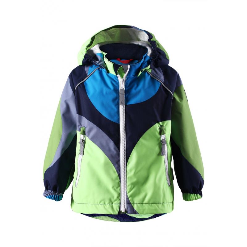 КурткаЛегкая демисезонная куртказелено-синегоцвета марки REIMA серии REIMA TEC для мальчиков.Куртка без утеплителя выполнена из водонепроницаемого дышащего материала с мембраной свыше 15000 мм. Куртка украшена ярким принтом. Все швы изделия проклеены, что обеспечиваеткомфортную температуру и сухость. Куртка дополнена съемным капюшоном на кнопках, спереди имеет два кармана на молнии. Манжеты на резинке защищают от ветра. Застегивается куртка на молнию. Внутри куртка дополнена подкладкой из дышащей сетки, имеет ряд специальных кнопок Play Layers для пристегивания промежуточного слоя для большего тепла. Светоотражающие детали обеспечивают безопасность ребенка в темное время суток.<br>Материал сохраняет уровень защиты от влаги и грязи даже после многочисленных стирок.<br><br>Размер: 2 года<br>Цвет: Зеленый<br>Рост: 92<br>Пол: Для мальчика<br>Артикул: 637973<br>Страна производитель: Китай<br>Сезон: Весна/Лето<br>Коллекция: 2016<br>Состав: 100% Полиэстер<br>Состав подкладки: 100% Полиэстер<br>Бренд: Финляндия<br>Вид застежки: Молния<br>Покрытие: Полиуретан<br>Тип: Демисезон<br>Серия: Reimatec