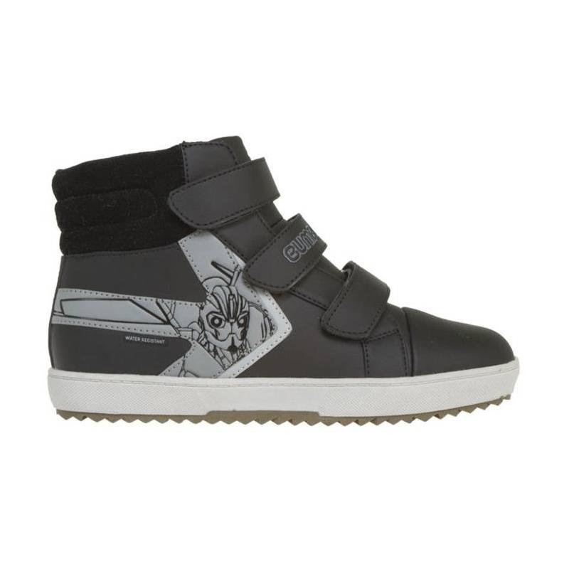 БотинкиБотинки черного цвета с рисунком Transformers марки Kakadu для мальчиков. Ботинки выполнены в виде теплых кед соспециальной технологией защиты от влаги.Отличный выбор на время влажной и прохладной погоды. У ботинокмножество преимуществ: надежные материалы, устойчивая подошва, стильный дизайн, защита от попадания влаги внутрь обуви (технология Water Resistant). Застегиваются ботинки на липучки.<br><br>Размер: 35<br>Цвет: Черный<br>Пол: Для мальчика<br>Артикул: 638899<br>Страна производитель: Китай<br>Сезон: Осень/Зима<br>Материал верха: Искусственная кожа<br>Материал подкладки: Текстиль<br>Материал подошвы: ТПР (термопластичная резина)<br>Лицензия: TRANSFORMERS