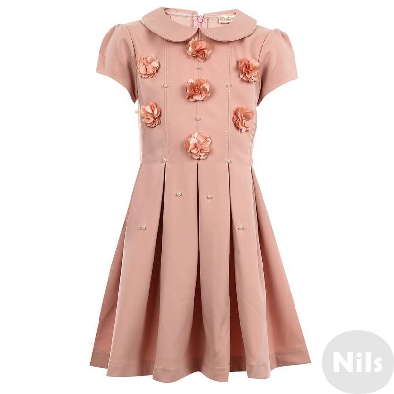 ПлатьеПлатье розовогоцвета марки De Salitto.<br>Нежное платье с отложным воротничком выполнено в пастельных тонах и декорировано объемными цветочками, а также россыпью жемчужных бусин. Модель застегивается на потайную молнию.<br><br>Размер: 13 лет<br>Цвет: Розовый<br>Рост: 158<br>Пол: Для девочки<br>Артикул: 639120<br>Страна производитель: Китай<br>Сезон: Весна/Лето<br>Состав: 65% Полиэстер, 35% Вискоза<br>Бренд: Италия<br>Вид застежки: Молния