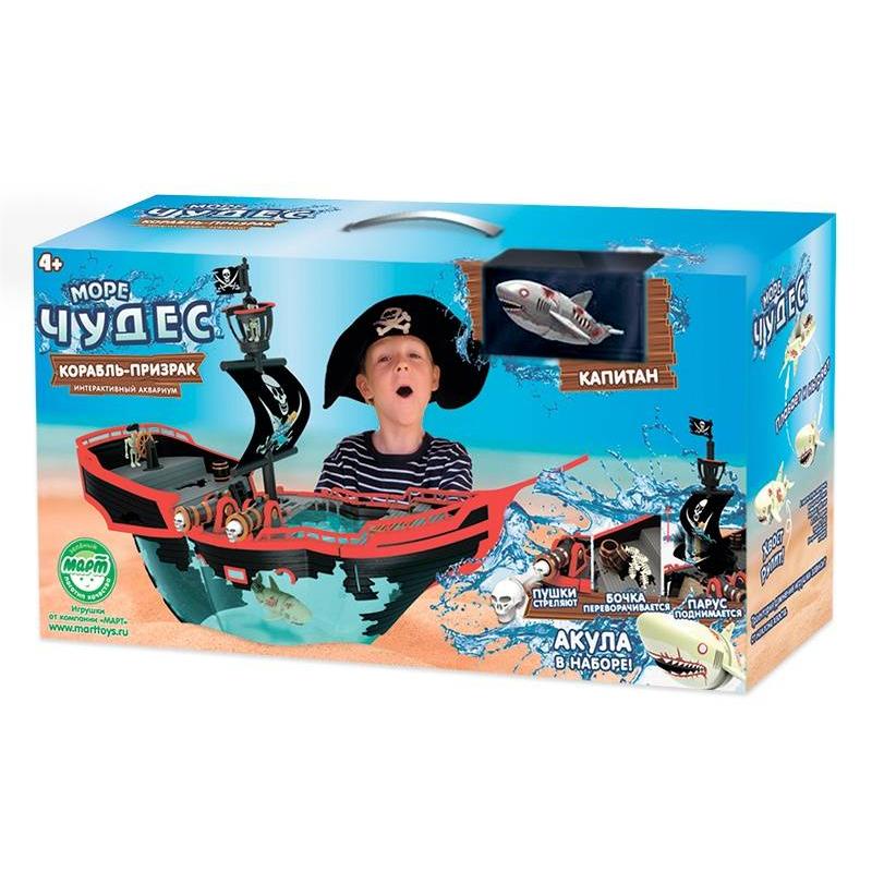 Игрушка для ванны Пиратский корабльИгрушка для ванны Пиратский корабль марки Redwood.<br>Собственный корабль-призрак – мечта каждого мальчишки. С этим набором ваш ребенок сможет почувствовать себя капитаном настоящего пиратского судна. За штурвалом этого корабля стоит скелет, а пушки заряжены черепами.<br>Робот-акула может плавать по любой траектории – она регулируется наклоном ее хвоста. Установите хвост акулы в нужное положение и затем опустите ее в воду. Наблюдать за ней – одно удовольствие, ведь она практически повторяет движения живой рыбы.<br>Рыбка работает на батарейках, они не входят в комплект.<br>В наборе:акула,аквариум (5 л.),подставка для корабля,аксессуары.<br><br>Возраст от: 4 года<br>Пол: Для мальчика<br>Артикул: 633930<br>Бренд: Китай<br>Размер: от 4 лет