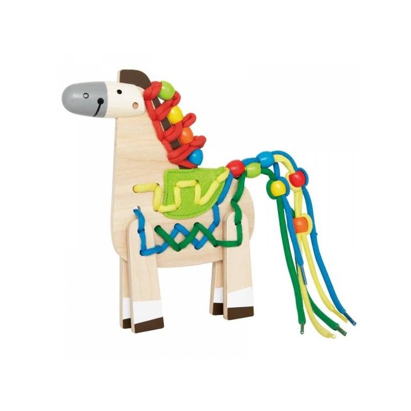 Шнуровка ЛошадкаДеревянная шнуровка Лошадкамарки Hape.<br>Лошадка на шнуровке очень понравится деткам, ведь они сами смогут собрать и украсить лошадку, как им хочется. Игрушка представляет собой деревянную основу в виде туловища лошадки. На него при помощи текстильных шнурочков крепятся ножки и фетровое седло. При помощи разноцветных шнурков можно сделать яркую гриву и хвост лошади, которые затем можно украсить разноцветными бусинками.<br>Каждый раз собирая игрушку, у ребенка будет получаться уникальная лошадка, что, несомненно, порадует кроху.<br>В комплект входят 20 элементов игры-шнуровки и буклет.<br>Размеры игрушки: 15 х 2.4 х 19.5 смВес: 800 г<br><br>Возраст от: 3 года<br>Пол: Не указан<br>Артикул: 629524<br>Бренд: Китай<br>Страна производитель: Швейцария<br>Размер: от 3 лет