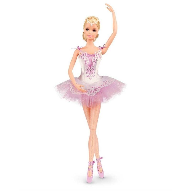 Кукла Barbie Звезда балетаКукла Barbie Звезда балета марки Mattel. Барби Звезда балета - коллекционная кукла-балерина с детально проработанным образом.Кукла одета в классическую одежду танцовщицы балета, на ней можно увидеть очень нежное светло-лиловое платье с пышной пачкой, тончайшие розоватые колготки, лиловые пуанты с атласными лентами. Шикарное резное платье - сама нежность.Ножки Барби на шарнирах, им легко придавать настоящие балетные позиции.<br>Кукла упакована в красивую подарочную коробку, внутри коробки пейзаж с озером и белыми лебедями. Кукла станет прекрасным подарком для маленькой балерины.<br>Высота куклы: 29 см<br><br>Возраст от: 3 года<br>Пол: Для девочки<br>Артикул: 639642<br>Бренд: США<br>Лицензия: Barbie<br>Размер: от 3 лет