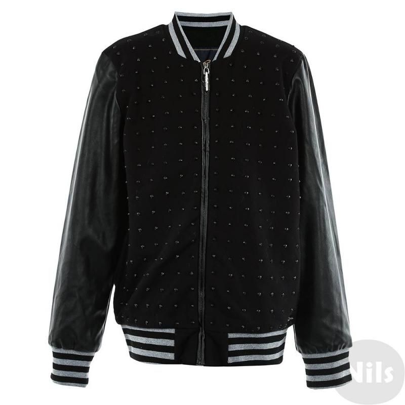 Бейсбольная курткаКуртка черного цвета марки De Salitto для девочек.<br>Стильная бейсбольная куртка с подкладкой и рукавамипод кожу застегивается на молнию. Декорирована клепками и выгодно дополнена карманами, а также удобными полосатыми манжетами.<br><br>Размер: 10 лет<br>Цвет: Черный<br>Рост: 140<br>Пол: Для девочки<br>Артикул: 639185<br>Страна производитель: Китай<br>Сезон: Весна/Лето<br>Состав: 95% Хлопок, 5% Спандекс<br>Бренд: Италия<br>Вид застежки: Молния