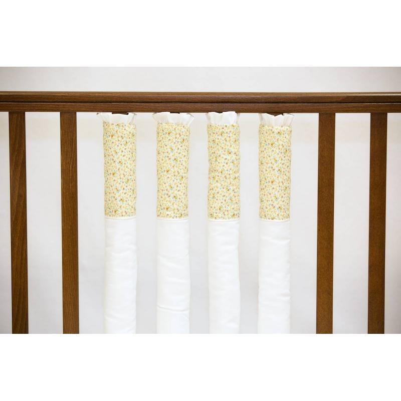 Бампер на кроватку Lost SummerБампер на кроватку Lost Summer марки Мастерская Облаков.<br>Бампер белого цвета украшен рисункомв цветочек в пастельных тонах.<br>Фенс-бампер на кроватку - это новый взгляд на комфорт и безопасность вашего малыша. Фенс-бамперы имеютряд преимуществ: защищают голову и тело малыша по всему периметру кроватки; такие бамперы не задерживают воздух благодаря естественной вентиляции; ребенок не может запутаться в опасных завязках, а вы можете без труда наблюдать за ребенком. Бамперы легко объединяются между собой для модификации защищаемого пространства, можно скомбинировать несколько комплектов.<br>Фенс-бамперы закрепляются на молнии, застежка полностью уходит под матрас, исключая возможность снять бампер малышу. <br>В одном комплекте: 12 фенс-бамперов<br>Размер фенс-бампера: 55х16 см, толщина до 6 см<br><br>Цвет: Белый<br>Возраст от: 0 месяцев<br>Пол: Не указан<br>Артикул: 639787<br>Страна производитель: Россия<br>Состав: 100% Хлопок<br>Бренд: Россия<br>Наполнитель: Холлофайбер<br>Размер: от 0 месяцев