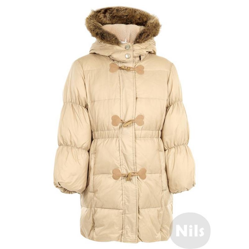 ПальтоТеплое пальто-пуховик бежевого цвета марки SARABANDA для девочек. Пуховиксо съемным капюшоном с отстегивающейся отделкой из искусственного меха. Подкладка верхней части выполнена из мягкого флиса. Манжеты, пояс и низ пальтоприсобраны на резинке. Есть два кармана спереди. Петли пуговиц декорированы сердечками из бархата.<br><br>Размер: 2 года<br>Цвет: Бежевый<br>Рост: 92<br>Пол: Для девочки<br>Артикул: 604788<br>Бренд: Италия<br>Страна производитель: Китай<br>Сезон: Осень/Зима<br>Состав: 100% Полиамид<br>Состав подкладки: 100% Полиэстер<br>Наполнитель: 50% Пух, 50% Перо