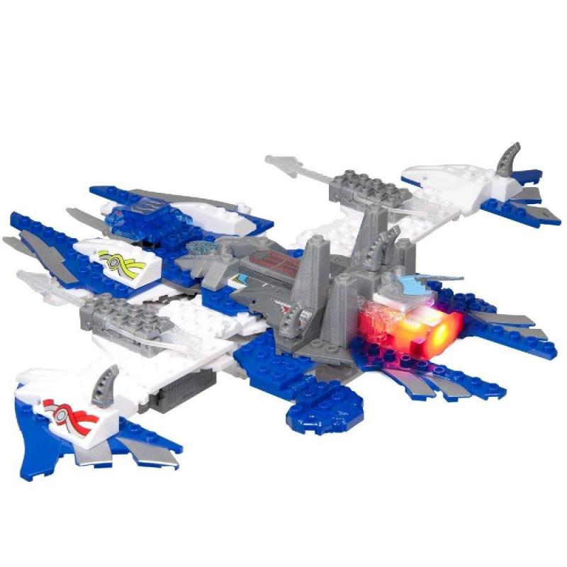 Фигурка-трансформер Десантный корабль 2 в 1Фигурка-трансформер Десантный корабль 2 в 1 марки Tenkai Knights.<br>Из этого конструктора можно собрать звездный корабль. К базовому блок-трансформеру присоединяется множество мелких деталей. Играя с конструктором, ребенок развивает мелкую моторику и фантазию. Десантный корабль рыцарей может стрелять из пушек по злодеям или превратиться в настоящий портал с реалистичными световыми эффектами.<br>В комплекте: 180 деталей, базовый блок-трансформер, 4 блока-оружия, блок-проектор (батарейки входят в комплект), фигурка персонажа.<br><br>Возраст от: 8 лет<br>Пол: Для мальчика<br>Артикул: 632901<br>Бренд: Китай<br>Размер: от 8 лет