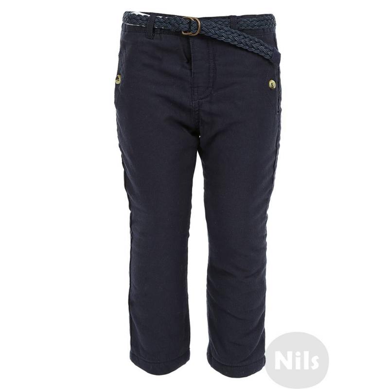 БрюкиТемно-синие брюки с утеплителем марки MAYORAL для мальчиков, подойдут для холодной погоды. Хлопковые брюки с двумя карманами на пуговицах спереди и одним фальш-карманом сзади, застегиваются на кнопку. Брюки дополнены подкладкой из хлопкового трикотажа с утеплителем. Съемный плетеный пояс в комплекте. Ширина пояса брюк регулируется специальными пуговицами на внутренней стороне.<br><br>Размер: 12 месяцев<br>Цвет: Темносиний<br>Рост: 80<br>Пол: Для мальчика<br>Артикул: 603013<br>Бренд: Испания<br>Страна производитель: Индия<br>Сезон: Осень/Зима<br>Состав: 100% Хлопок<br>Состав подкладки: 100% Хлопок<br>Наполнитель: 100% Полиэстер