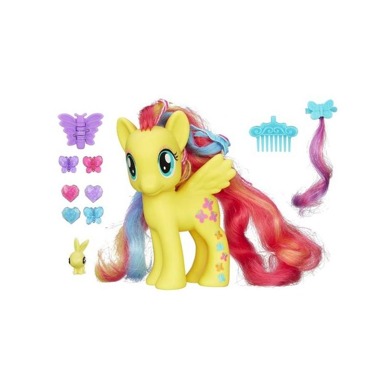 Игрушка My Little Pony Пони-модница Флатер ШайИгрушка My Little Pony Пони-модница Флатер Шай марки Hasbro.<br>Стильная пони с длинными разноцветными волосами и маленькими крылышками обязательно понравится маленькой моднице от 3 лет. А яркие аксессуары помогут создавать для Флатер Шай неповторимые индивидуальные образы и прически.<br>Пони-модница Флатер Шай научит девочку причесывать волосы Пони, укладывать в прически, украшать волосы заколками-бабочками, сердечками. Для этого у малышки Пони-модницы Флатер Шай столько интересных аксессуаров: сменная цветная прядь волос, три заколки в виде бабочки, 3 заколки-сердечки, одна большая заколка-бабочка, красивый голубой гребешок и маленькая игрушка в виде фигурки зайчика.<br>Размеры:21 х 19 х 8 см<br><br>Возраст от: 3 года<br>Пол: Для девочки<br>Артикул: 633105<br>Бренд: США<br>Лицензия: My Little Pony<br>Размер: от 3 лет
