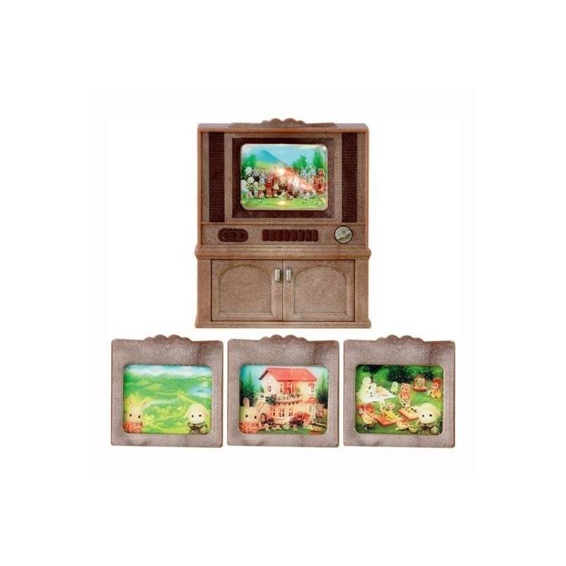 Набор Цветной телевизорНабор Цветной телевизор марки Sylvanian Families.<br>Набор прекрасно дополнит гостинуюиз коллекции Sylvanian Families.<br>Комплектация: цветной телевизор совстроенной подсветкой экрана, три сменных экрана.<br><br>Возраст от: 4 года<br>Пол: Для девочки<br>Артикул: 639700<br>Бренд: Япония<br>Размер: от 4 лет