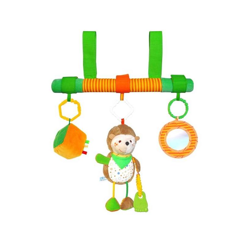 Подвеска на перекладине ЁжикПодвеска на перекладине Ёжик маркиМякиши.<br>Симпатичный и забавный ежик обязательно привлечет внимание ребенка. Малыш захочет поближе рассмотреть игрушку. Пытаясь дотянуться до нее, он будет приподниматься, таким образом тренируя спинку. Ухватившись за игрушку ребенок ощутит разные формы и материалы. Это хорошая тренировка мелкой моторики. Вместе с ежиком, который держит в лапке прорезыватель, на перекладине крепятся кубик и безопасное маленькое зеркальце. Детали подвески изготовлены из экологически чистых материалов. Интересная игрушка поможет малышу гармонично развиваться.<br>Подвеска помогает развить: тактильные навыки, хватательный рефлекс, концентрацию внимания, мелкую моторику, координацию движений, память.<br>Состав: 100% хлопок, холлофайбер, вышивка, швейная фурнитура, звуковые элементы, пластмассовый или резиновый прорезыватель.<br>Размеры: ёжик - 23х13 см, зеркало: 16х10 см, кубик: 15х8 см, перекладина: 36х4 см.<br><br>Возраст от: 6 месяцев<br>Пол: Не указан<br>Артикул: 633217<br>Бренд: Россия<br>Размер: от 6 месяцев