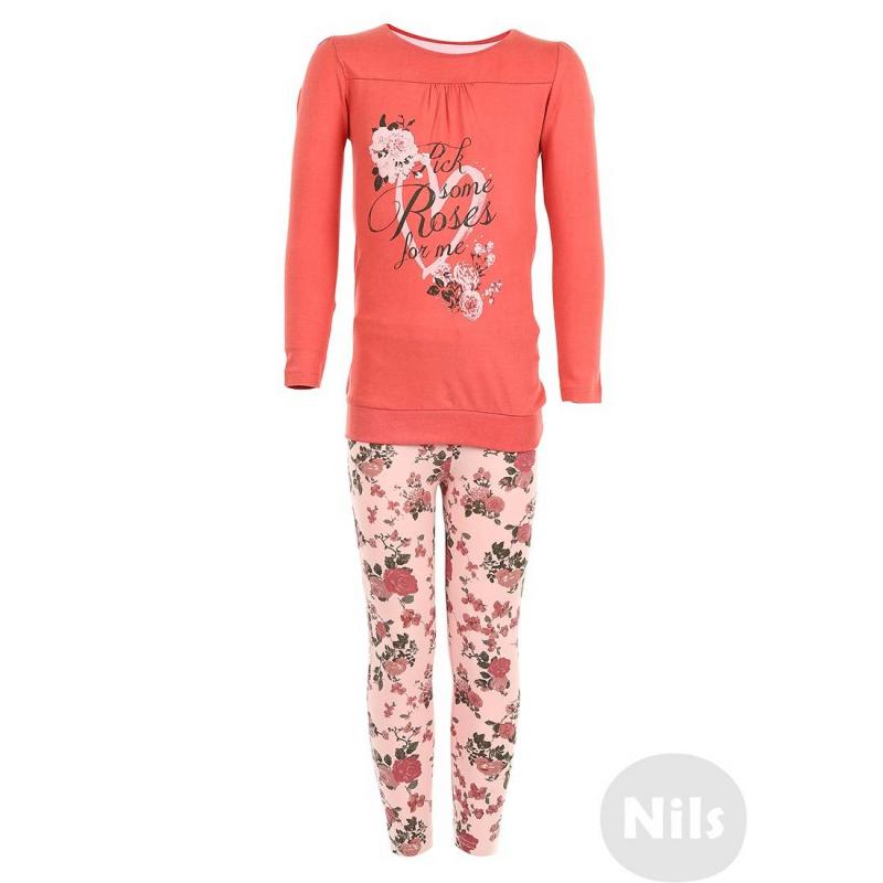 КомплектКомплект из футболки и леггинсов розового цвета марки BLUE SEVEN для девочек. Слегка удлиненная футболка с длинным рукавом сшита из стопроцентного хлопкового трикотажа, низ выполнен из трикотажа резиночкой. Футболка украшена сборками на груди, а также принтом с розами и стразами. Леггинсы с небольшим добавлением эластана имеют удобный пояс на резинке.<br><br>Размер: 5 лет<br>Цвет: Красный<br>Рост: 110<br>Пол: Для девочки<br>Артикул: 604343<br>Страна производитель: Бангладеш<br>Сезон: Всесезонный<br>Состав верха: 100% Хлопок<br>Состав низа: 95% Хлопок, 5% Эластан<br>Бренд: Германия<br>Комплект: Толстовка, брюки