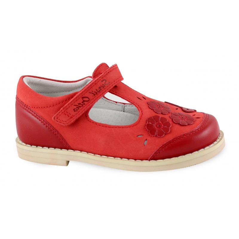 СандалетыСандалетыкрасногоцвета марки Sursil-Ortho для девочек.<br>Профилактическая ортопедическая обувь Сурсил-Орто способствует правильному формированию стопы и предотвращает развитие деформации стоп у детей. Эта обувь изготовлена по специальной технологии и не может нанести вред физиологии и развитию стоп ребенка.<br>Профилактическая обувь Сурсил-Орто способствует: правильной физиологической установке стопы в обуви, формированию правильного стереотипа походки, профилактике развития плоскостопия у детей, формированию правильной осанки у детей.<br>Стильные сандалеты на липучке выполнены из натуральной кожи в насыщенном цвете и декорированы милыми цветочками. Подошва из вспененной резинылегкая и упругая, имеет высокую стойкость к истиранию, такая обувь прослужит долго.К тому же, если ортопедическую обувь, с такой подошвой, купить вовремя, это может поддержать здоровье на протяжении долгих лет.<br><br>Размер: 27<br>Цвет: Красный<br>Пол: Для девочки<br>Артикул: 641737<br>Сезон: Весна/Лето<br>Материал верха: Натуральная кожа<br>Материал стельки: Натуральная кожа<br>Материал подошвы: Резина<br>Бренд: Россия