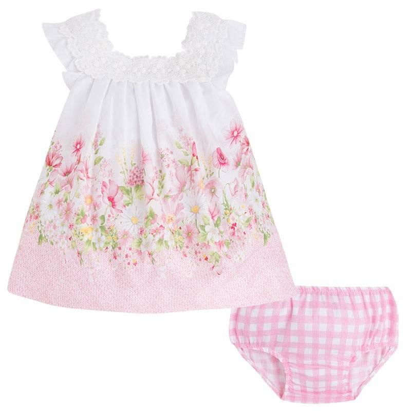 КомплектКомплект платье+трусики розовогоцвета марки Mayoral.<br>В комплект входит платье на подкладке, выполненное изчистого хлопка, а также хлопковыетрусики.Легкое платье застегивается на пуговицы на спинке и украшенонежным кружевом, а также принтом из полевых цветов. Трусики на резинке декорированыпринтом в бело-розовуюклетку.<br><br>Размер: 12 месяцев<br>Цвет: Розовый<br>Рост: 80<br>Пол: Для девочки<br>Артикул: 640853<br>Страна производитель: Марокко<br>Сезон: Весна/Лето<br>Состав верха: 100% Хлопок<br>Состав низа: 100% Хлопок<br>Состав подкладки: 50% Хлопок, 50% Полиэстер<br>Бренд: Испания<br>Вид застежки: Пуговицы