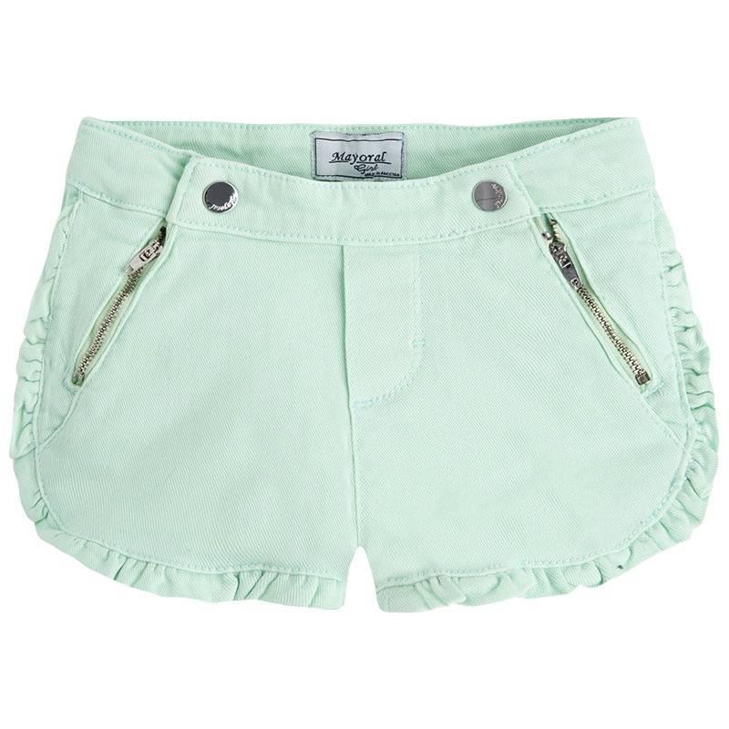 ШортыШорты зеленогоцвета марки Mayoral для девочек.<br>Джинсовые шорты, выполненные из хлопка с добавлением эластана, застегиваются на кнопки и молнию. Однотонные шорты украшены милыми рюшами. Модель дополнена карманами, а также регулируется на талии специальной резинкой на пуговицах.<br><br>Размер: 8 лет<br>Цвет: Зеленый<br>Рост: 128<br>Пол: Для девочки<br>Артикул: 640606<br>Страна производитель: Пакистан<br>Сезон: Весна/Лето<br>Состав: 98% Хлопок, 2% Эластан<br>Бренд: Испания<br>Вид застежки: Кнопки