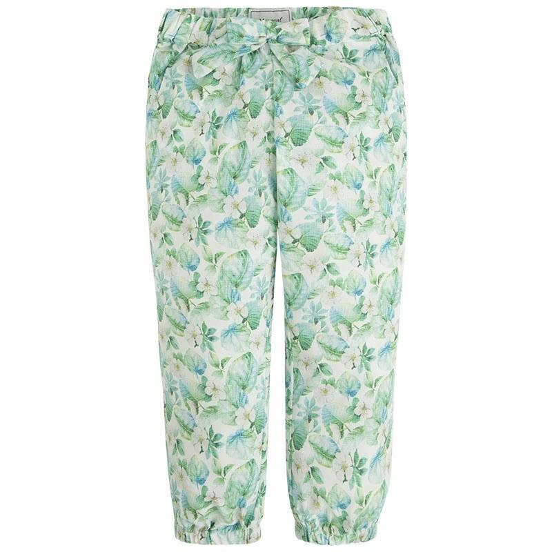БрюкиБрюкизеленогоцвета марки Mayoral для девочек.<br>Легкие брюки украшенынежным цветочным принтом и милым бантом, модель также дополнена небольшими карманами и на талииспециальной резинкой на пуговицах.<br><br>Размер: 9 лет<br>Цвет: Зеленый<br>Рост: 134<br>Пол: Для девочки<br>Артикул: 641357<br>Бренд: Испания<br>Страна производитель: Китай<br>Сезон: Весна/Лето<br>Состав: 100% Полиэстер