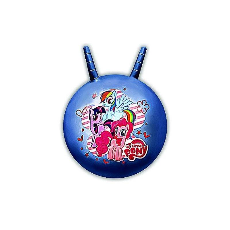 Мяч-попрыгун с рожками My Little Pony 55 смМяч-попрыгун с рожками My Little Pony 55 см марки Играем Вместе.<br>Мяч-попрыгун (фитбол) МMy Little Pony сразу же привлечет внимание ребенка своими большими размерами, ярким цветом и, конечно же, рожками. В диаметре мяч составляет 55 сантиметров, а наличие рожек позволяют ребенку удобно и крепко держаться.Особенности фитбола с рожками:- удобные ручки-рожки;-изготовлен из эластичного и прочного материала;-компактен в хранении (можно сдуть и сложить в коробку);-надувается с помощью насоса (в комплект не входит);-оптимальный для ребенка размер - 55 см в диаметре.<br>Занимаясь на мяче, ребенок развиваетчувство равновесия,мышцы ног,координацию,вестибулярный аппарат.<br>Материал: ПВХ.<br>Диаметр: 55 см.<br><br>Цвет: Синий<br>Возраст от: 3 года<br>Пол: Для девочки<br>Артикул: 640597<br>Бренд: Россия<br>Лицензия: My Little Pony<br>Размер: от 3 лет