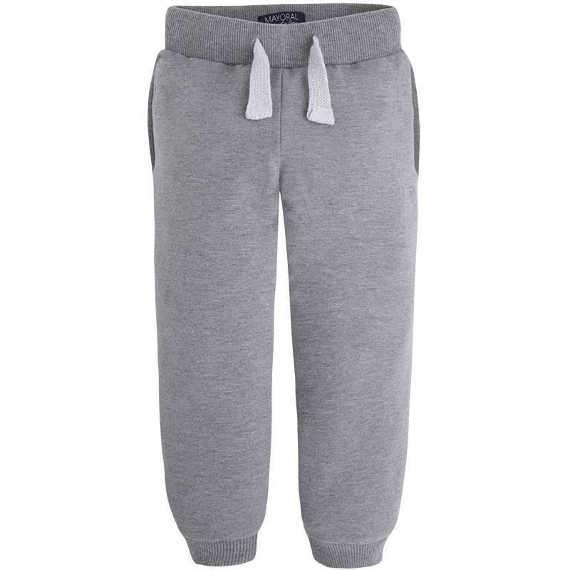 БрюкиБрюки серогоцвета марки Mayoralдля мальчиков.<br>Удобные хлопковые брюки дополнены карманами, а также широкой резинкой на поясе и манжетами.<br><br>Размер: 3 года<br>Цвет: Серый<br>Рост: 98<br>Пол: Для мальчика<br>Артикул: 642502<br>Страна производитель: Камбоджа<br>Сезон: Весна/Лето<br>Состав: 58% Хлопок, 38% Полиэстер, 4% Эластан<br>Бренд: Испания