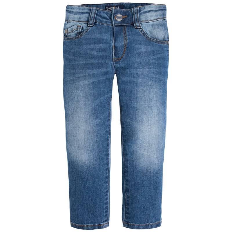 ДжинсыДжинсысинегоцвета марки Mayoralдля мальчиков.<br>Стильные джинсы зауженного кроя дополнены декоративными потертостями, карманами, а также шлейками для ремня.<br><br>Размер: 5 лет<br>Цвет: Синий<br>Рост: 110<br>Пол: Для мальчика<br>Артикул: 642483<br>Страна производитель: Бангладеш<br>Сезон: Весна/Лето<br>Состав: 99% Хлопок, 1% Эластан<br>Бренд: Испания