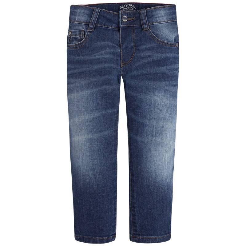 ДжинсыДжинсы темно-синегоцвета марки Mayoralдля мальчиков.<br>Стильные джинсы зауженного кроя дополнены декоративными потертостями, карманами, а также шлейками для ремня.<br><br>Размер: 7 лет<br>Цвет: Темносиний<br>Рост: 122<br>Пол: Для мальчика<br>Артикул: 642471<br>Страна производитель: Бангладеш<br>Сезон: Весна/Лето<br>Состав: 99% Хлопок, 1% Эластан<br>Бренд: Испания