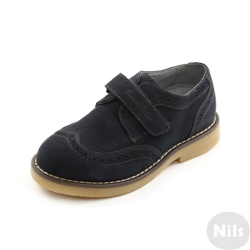 БотинкиБотинки темно-синегоцвета марки Sursil-Ortho для мальчиков.<br>Профилактическая ортопедическая обувь Сурсил-Орто способствует правильному формированию стопы и предотвращает развитие деформации стоп у детей. Эта обувь изготовлена по специальной технологии и не может нанести вред физиологии и развитию стоп ребенка.<br>Профилактическая обувь Сурсил-Орто способствует: правильной физиологической установке стопы в обуви, формированию правильного стереотипа походки, профилактике развития плоскостопия у детей, формированию правильной осанки у детей.<br>Стильные ботинкина липучке выполнены из натуральной кожи в насыщенном цвете.Подошва из термокаучукалегкая и упругая,такжеимеет высокую стойкость к истиранию, такая обувь прослужит долго.К тому же, если ортопедическую обувь, с такой подошвой, купить вовремя, это может поддержать здоровье на протяжении долгих лет.<br><br>Размер: 35<br>Цвет: Темносиний<br>Пол: Для мальчика<br>Артикул: 641776<br>Сезон: Весна/Лето<br>Материал верха: Натуральная кожа<br>Материал стельки: Натуральная кожа<br>Материал подошвы: Термокаучук<br>Бренд: Россия