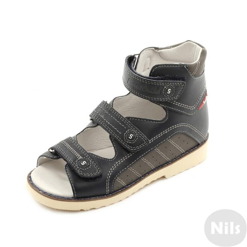 СандалетыСандалеты темно-синего цвета марки Sursil-Ortho для мальчиков.<br>Профилактическая ортопедическая обувь Сурсил-Орто способствует правильному формированию стопы и предотвращает развитие деформации стоп у детей. Эта обувь изготовлена по специальной технологии и не может нанести вред физиологии и развитию стоп ребенка. Жесткий задник, который имеют все модели профилактической ортопедической обуви Сурсил-Орто, изготовлен из специального термопласта. Такой задник фиксирует пятку в физиологически правильном положении, не давая ей заваливаться, а также сохраняет форму при длительной носке.<br>Профилактическая обувь Сурсил-Орто способствует: правильной физиологической установке стопы в обуви, формированию правильного стереотипа походки, профилактике развития плоскостопия у детей, формированию правильной осанки у детей.<br>Стильные сандалеты на липучках выполнены из натуральной кожи в насыщенном цвете и декорированы вставками темно-серого цвета.Подошва из EVA легкая и упругая, прекрасно амортизирует, вследствии чего ноги меньше устают, ходить удобнее. Ещё одной отличительной чертой является то, что EVA имеет высокую стойкость к истиранию, такая обувь прослужит долго.К тому же, если ортопедическую обувь, с подошвой, содержащей материал EVA, купить вовремя, это может поддержать здоровье на протяжении долгих лет.<br><br>Размер: 33<br>Цвет: Темносиний<br>Пол: Для мальчика<br>Артикул: 641790<br>Сезон: Весна/Лето<br>Материал верха: Натуральная кожа<br>Материал стельки: Искусственная кожа<br>Материал подошвы: ЭВА (каучук)<br>Бренд: Россия