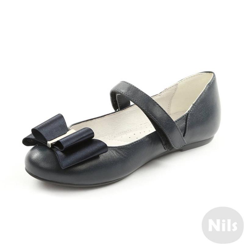 ТуфлиТуфли темно-синегоцвета марки Sursil-Ortho длядевочек.<br>Профилактическая ортопедическая обувь Сурсил-Орто способствует правильному формированию стопы и предотвращает развитие деформации стоп у детей. Эта обувь изготовлена по специальной технологии и не может нанести вред физиологии и развитию стоп ребенка.<br>Профилактическая обувь Сурсил-Орто способствует: правильной физиологической установке стопы в обуви, формированию правильного стереотипа походки, профилактике развития плоскостопия у детей, формированию правильной осанки у детей.<br>Элегантныетуфлина липучке выполнены из натуральной кожи в насыщенном цвете и декорированы атласным бантом.Подошва из ТЭП легкая и упругая,такжеимеет высокую стойкость к истиранию, такая обувь прослужит долго.К тому же, если ортопедическую обувь, с подошвой, содержащей материал ТЭП , купить вовремя, это может поддержать здоровье на протяжении долгих лет.<br><br>Размер: 37<br>Цвет: Темносиний<br>Пол: Для девочки<br>Артикул: 641794<br>Сезон: Весна/Лето<br>Материал верха: Натуральная кожа<br>Материал стельки: Натуральная кожа<br>Материал подошвы: ТЭП (термопластик)<br>Бренд: Россия