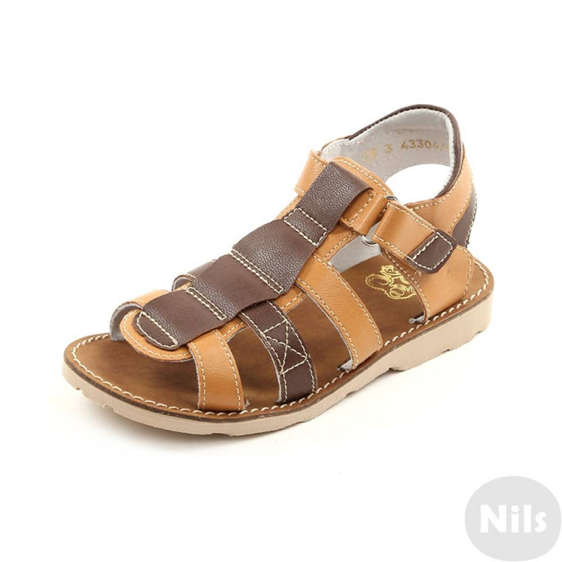 СандалетыСандалетыкоричневогоцвета маркиТоп-Топдля мальчиков.<br>Стильные сандалеты на липучке выполнены в насыщенном цвете и выгодно подчеркнуты вставками более темного оттенка.Подошва из ТЭП легкая и упругая,такжеимеет высокую стойкость к истиранию, такая обувь прослужит долго. Стелька из натуральной кожи позволяет ножкам дышать и отличается исключительной мягкостью.<br><br>Размер: 29<br>Цвет: Коричневый<br>Пол: Для мальчика<br>Артикул: 641883<br>Страна производитель: Россия<br>Сезон: Весна/Лето<br>Материал верха: Искусственная кожа<br>Материал стельки: Натуральная кожа<br>Материал подошвы: ТЭП (термопластик)<br>Бренд: Россия