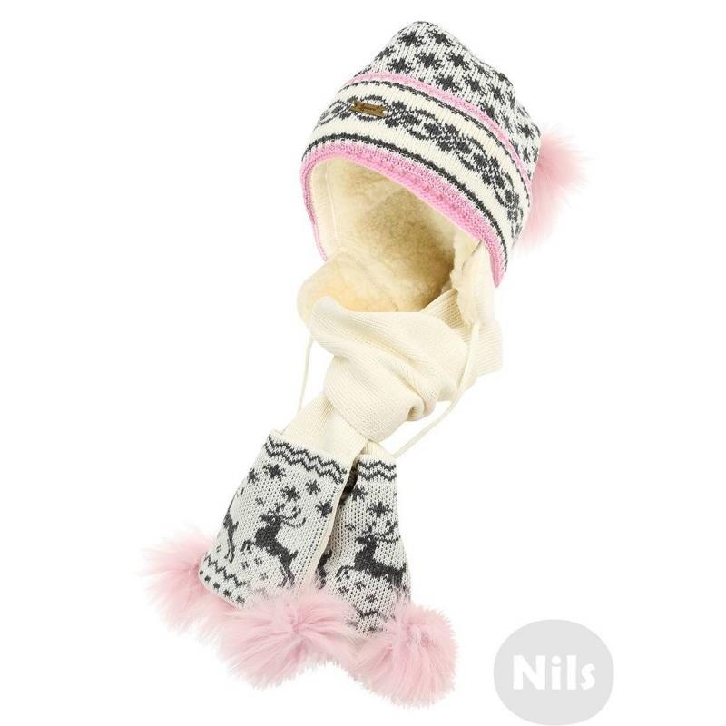 КомплектКомплект (шапка+шарф) из шерсти альпаки кремового цвета с серо-розовым орнаментом марки GAKKARD для девочек. Теплая шапка с завязками дополнена мягкой шерстяной подкладкой и украшена двумя помпонами из натурального меха. Шарф украшен меховой отделкой.<br><br>Цвет: Бежевый<br>Размер шапки: 52<br>Пол: Для девочки<br>Артикул: 605239<br>Бренд: Россия<br>Страна производитель: Россия<br>Сезон: Осень/Зима<br>Состав: 100% Шерсть<br>Размер: Без размера