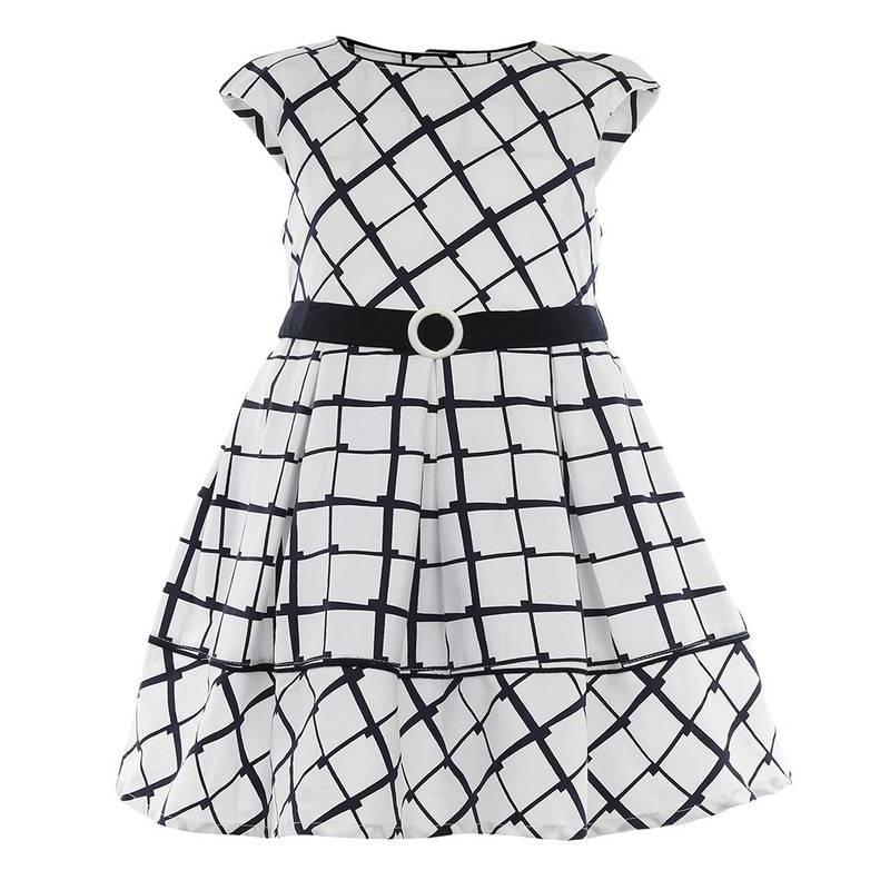 ПлатьеПлатьебелогоцвета маркиLP Collection.<br>Стильное платье на подкладке, выполненное из чистого хлопка, выгодно декорированогеометрическим принтом темно-синего цвета. Модель застегивается сзади на пуговицыидополнено поясом на талии, а также подъюбником, который придает легкуюпышность.<br><br>Размер: 6 лет<br>Цвет: Белый<br>Рост: 116<br>Пол: Для девочки<br>Артикул: 643321<br>Страна производитель: Таиланд<br>Сезон: Весна/Лето<br>Состав: 100% Хлопок<br>Состав подкладки: 100% Хлопок<br>Бренд: Таиланд<br>Вид застежки: Пуговицы