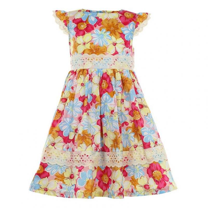 ПлатьеПлатье розовогоцвета маркиLP Collection.<br>Платье на подкладке, выполненное из чистого хлопка, украшено принтом с изображением крупных цветов, а также декорировано милымкружевом.Модель застегивается сзади на пуговицы, апояс завязывается на бант, дополнено платьеподъюбником, который придает легкуюпышность.<br><br>Размер: 8 лет<br>Цвет: Розовый<br>Рост: 128<br>Пол: Для девочки<br>Артикул: 643222<br>Страна производитель: Таиланд<br>Сезон: Весна/Лето<br>Состав: 100% Хлопок<br>Состав подкладки: 100% Хлопок<br>Бренд: Таиланд<br>Вид застежки: Пуговицы
