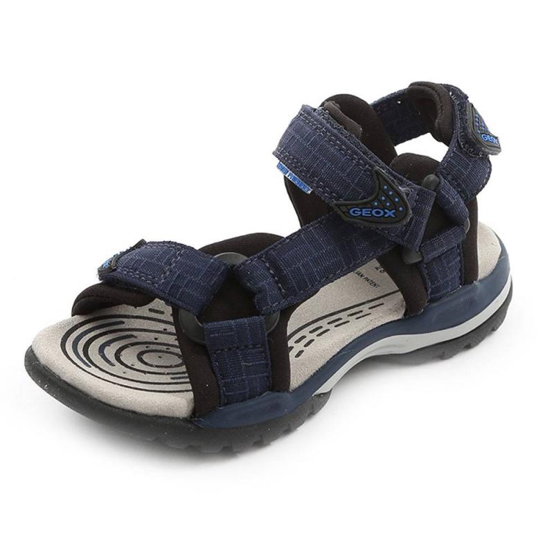 СандалииСандалии темно-синего цвета марки GEOX для мальчиков.<br>Сандалии на липучкахдекорированы вставками черного цвета. Сандалии изготовлены из водооталкивающего материала. Обувь может использоваться как в пресной, так и в соленой воде.<br>Нескользящая подошва сводооталкивающеймембраной хорошо дышит, что предотвращает перегревание стопы и сохраняет ножки сухими.Помимо этого модель дополнена кожаной ударопрочной стелькой.<br><br>Размер: 36<br>Цвет: Темносиний<br>Пол: Для мальчика<br>Артикул: 642417<br>Бренд: Италия<br>Страна производитель: Вьетнам<br>Сезон: Весна/Лето<br>Материал верха: Текстиль<br>Материал подкладки: Текстиль<br>Материал стельки: Натуральная кожа<br>Материал подошвы: Резина