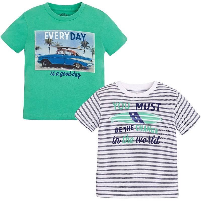 Комплект футболокКомплект футболокзеленогоцвета марки Mayoralдля мальчиков.<br>В комплект входят две футболки с коротким рукавом выполненные из чистого хлопка. Зеленаяфутболка декорирована принтом в гавайском стиле. Белая футболка украшена принтом в темно-синюю полоску.<br><br>Размер: 3 года<br>Цвет: Зеленый<br>Рост: 98<br>Пол: Для мальчика<br>Артикул: 643688<br>Страна производитель: Бангладеш<br>Сезон: Весна/Лето<br>Состав: 100% Хлопок<br>Бренд: Испания