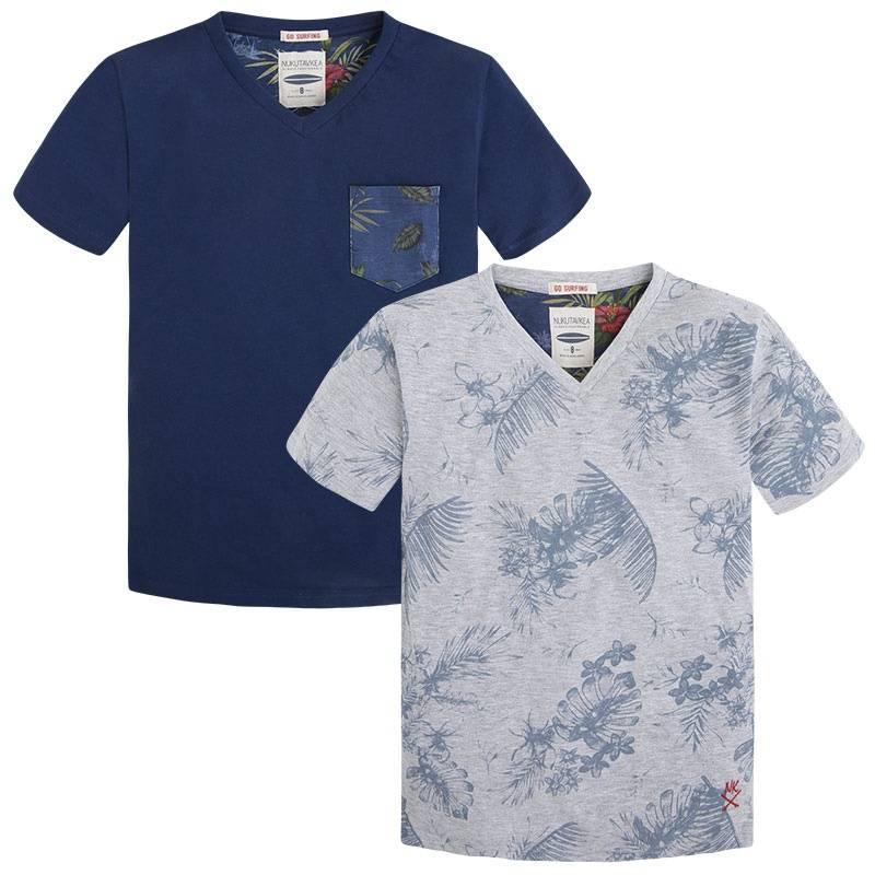 Комплект футболокКомплект футболок серогоцвета марки Mayoral для мальчиков.<br>В комплект входят две футболки с коротким рукавом выполненные из хлопка. Сераяфутболка декорирована принтом в тропическом стиле. Синяяфутболка украшенавставками с цветочным принтом, а также дополнена небольшим карманом.<br><br>Размер: 16 лет<br>Цвет: Серый<br>Рост: 160<br>Пол: Для мальчика<br>Артикул: 644143<br>Страна производитель: Индия<br>Сезон: Весна/Лето<br>Состав верха: 95% Хлопок, 5% Вискоза<br>Состав низа: 100% Хлопок<br>Бренд: Испания
