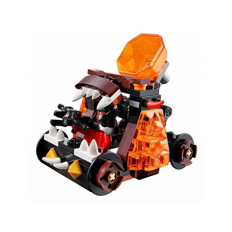 Конструктор Нексо Безумная катапультаКонструктор Безумная катапульта из серииНексо марки LEGO для мальчиков.<br>Увлекательный набор позволяет собрать оригинальную катапульту: воин Джестро, вооруженный мощным арбалетом, будет сидеть словно в пасти чудовища. Борта катапульты украшены деталями из прозрачного пластика. На пути ужасающего механизма встречается отважный воин, вооружённый мечом, который попытается остановить злодея и разрушить его коварные планы.<br>В комплект входят 2 минифигурки: рыцарь Найтонии и Магмометатель.<br>Количество деталей: 93.<br>Размер упаковки: 14,1х4,6х12,2 см.<br>Рекомендовано для детей от 7 лет.<br><br>Возраст от: 7 лет<br>Пол: Для мальчика<br>Артикул: 642781<br>Бренд: Дания<br>Размер: от 7 лет