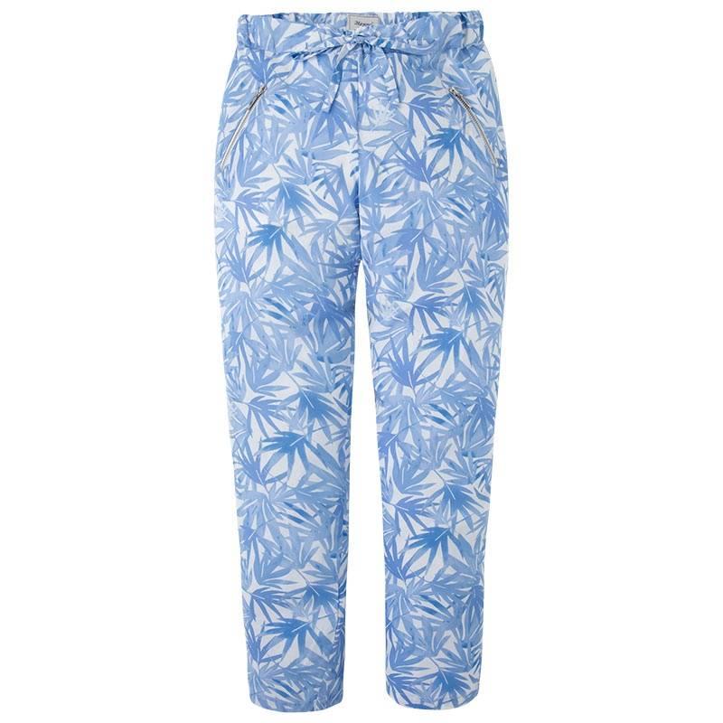 БрюкиБрюки голубого цвета маркиMayoralдлядевочек.<br>Легкие брюки с подкладкой, выполненные из вискозы, декорированы тропическим принтом и дополнены карманами на молнии.Модель регулируется на поясе специальной резинкой на пуговицах.<br><br>Размер: 14 лет<br>Цвет: Голубой<br>Рост: 157<br>Пол: Для девочки<br>Артикул: 644199<br>Страна производитель: Индия<br>Сезон: Весна/Лето<br>Состав: 100% Вискоза<br>Состав подкладки: 100% Хлопок<br>Бренд: Испания