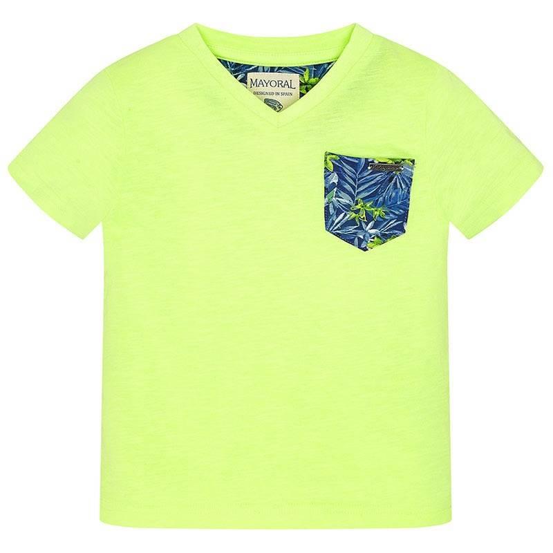 ФутболкаФутболкасалатовогоцвета марки Mayoralдля мальчиков.<br>Хлопковая футболка с короткимрукавом и V-образным вырезом выполнена в яркомцвете и дополнена карманом темно-синего цвета с цветочным принтом.<br><br>Размер: 5 лет<br>Цвет: Салатовый<br>Рост: 110<br>Пол: Для мальчика<br>Артикул: 645172<br>Страна производитель: Бангладеш<br>Сезон: Весна/Лето<br>Состав: 65% Полиэстер, 35% Хлопок<br>Бренд: Испания