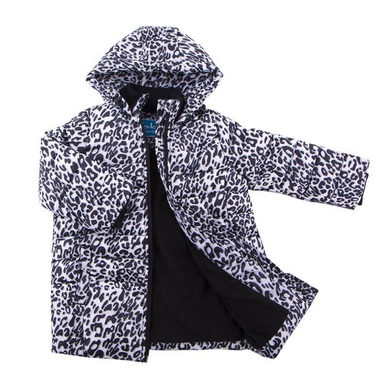ПальтоПальто белого цвета марки Button Blue для девочек.<br>Теплое пальто с высоким горлом декорировано стильным животным принтом. Модель дополнена капюшоном, карманами, поясом и шлейками.<br><br>Размер: 5 лет<br>Цвет: Белый<br>Рост: 110<br>Пол: Для девочки<br>Артикул: 633665<br>Страна производитель: Китай<br>Сезон: Осень/Зима<br>Состав: 100% Полиэстер<br>Бренд: Россия<br>Вид застежки: Молния
