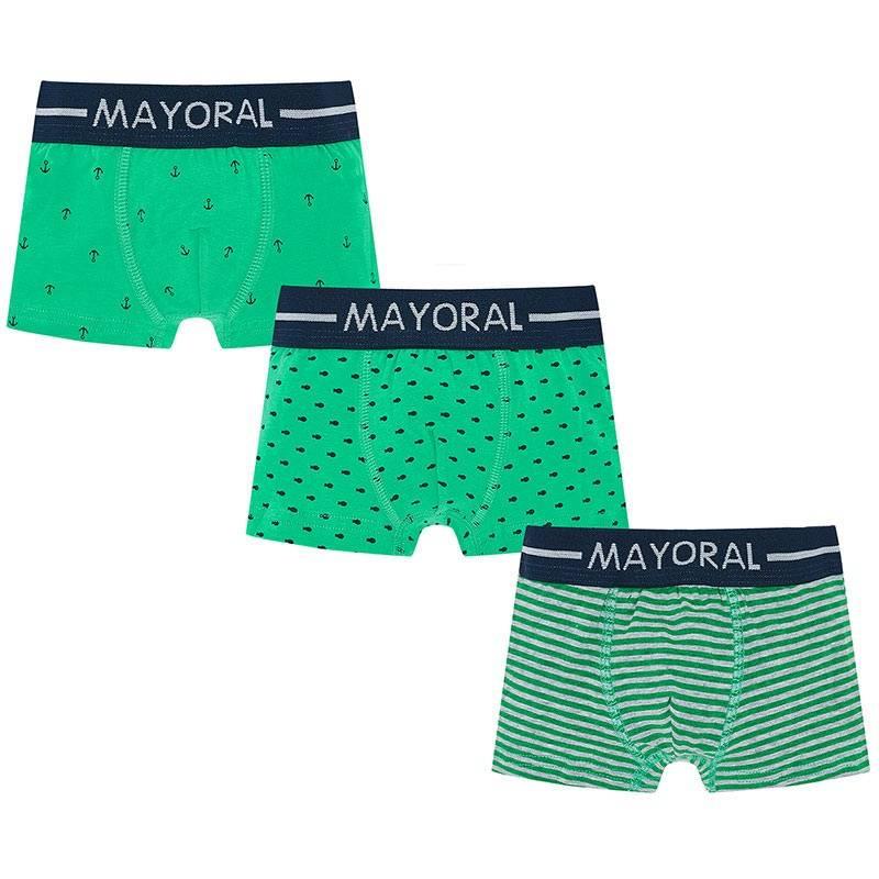 Комплект трусов 3 штКомплект трусов 3 шт. зеленого цвета марки Mayoral для мальчиков.<br>В комплект входят трое трусов-боксеров, выполненых из хлопка с добавлением эластана в серо-зеленойрасцветке. Изделия декорированы принтами с изображениями якорей, рыбок, а также узких полосок.<br><br>Размер: 8 лет<br>Цвет: Зеленый<br>Рост: 128<br>Пол: Для мальчика<br>Артикул: 646587<br>Страна производитель: Китай<br>Сезон: Всесезонный<br>Состав: 95% Хлопок, 5% Эластан<br>Бренд: Испания
